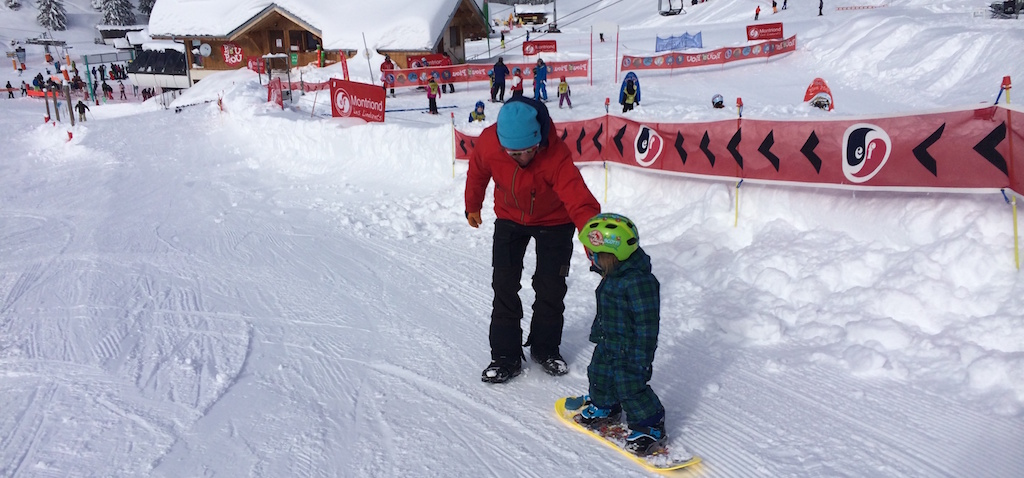 family-winter-holiday-morzine